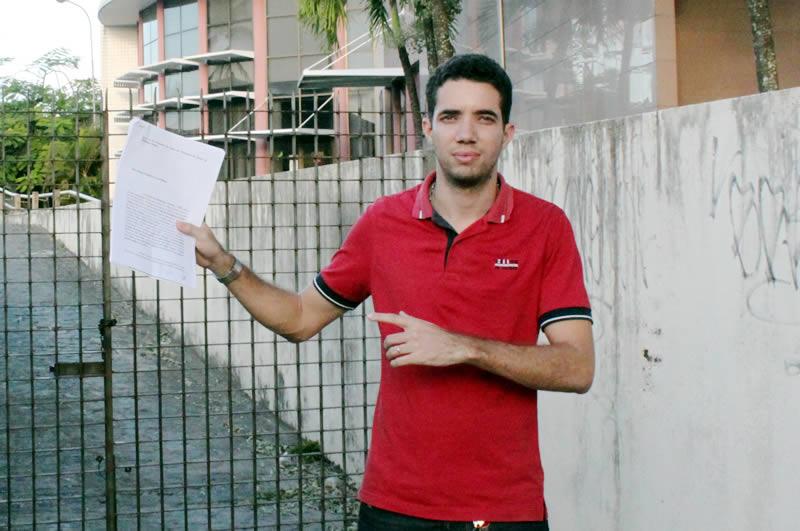 Paulo Fernando protocola denuncia no MP de Paulista